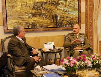 UNIFIL Commander Maj-Gen Luciano Portolano in a meeting with Interior Minister Nohad Machnouk