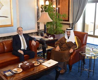 His Highness Premier Sheikh Jaber Al-Mubarak receives Iraqi official Dr. Saleh Al-Mutlaq