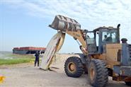 Kuwaiti Dive Team lifts waste from Oshairej coast