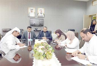 الدكتور الشيخ باسل الصباح والدكتور مطلق السيحان خلال المؤتمر الصحفي