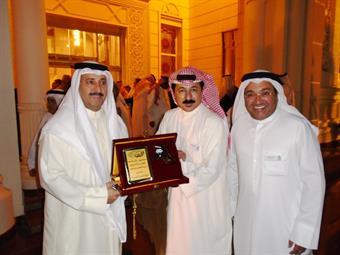 Sharjah ruler honors Kuwaiti award-winning theatrical troupe