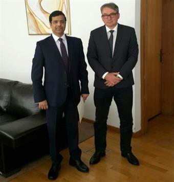 The Kuwaiti ambassador to Bosnia and Herzegovina Nasser Al-Mutairi with Speaker of the Bosnian House of Representatives Mladen Bosic