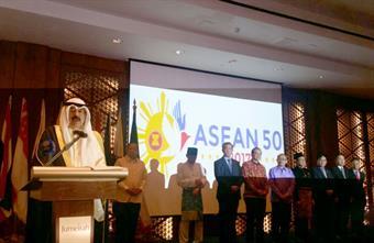 نائب وزير الخارجية خالد الجارالله يلقي كلمته خلال حفل اقامته سفارة جمهورية الفلبين في البلاد